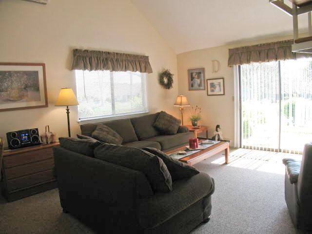 Living room - Ocean Edge: Patio style, sleeps 6, A/C, Pool Access - SU0146 - Brewster - rentals