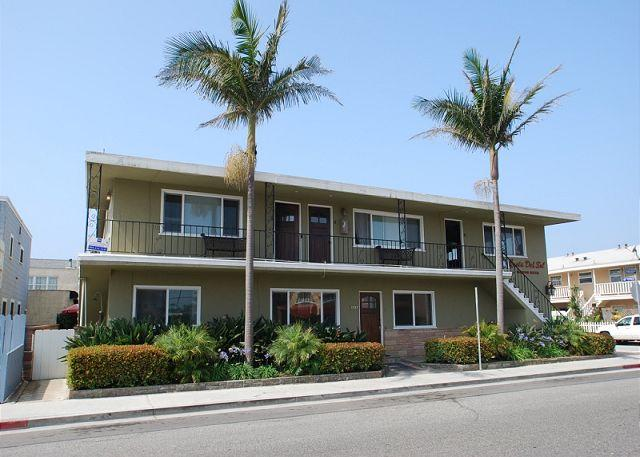 Fantastic deal, Steps to the Ocean! 2 Bedroom Upper Unit! (68107) - Image 1 - Newport Beach - rentals
