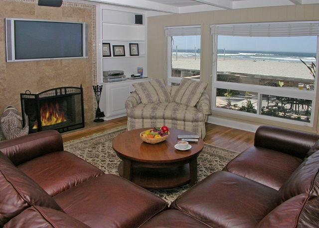 2837 Ocean Front Walk Living Room - Luxurious Oceanfront home with ocean views throughout and large patio. - San Diego - rentals
