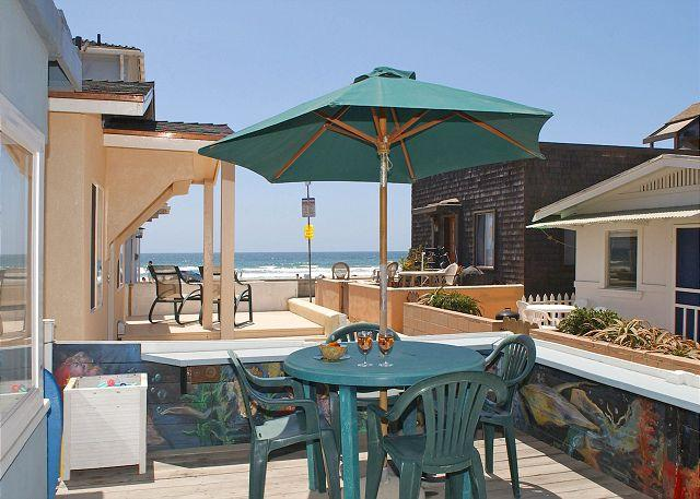 709 Whiting Exterior - Splendid oceanview getaway- kitchen, 1 car garage, near the beach - San Diego - rentals