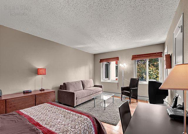 Spacious Studio - Experience local Seattle from this cheery downtown studio!-Sea to Sky Rentals - Seattle - rentals