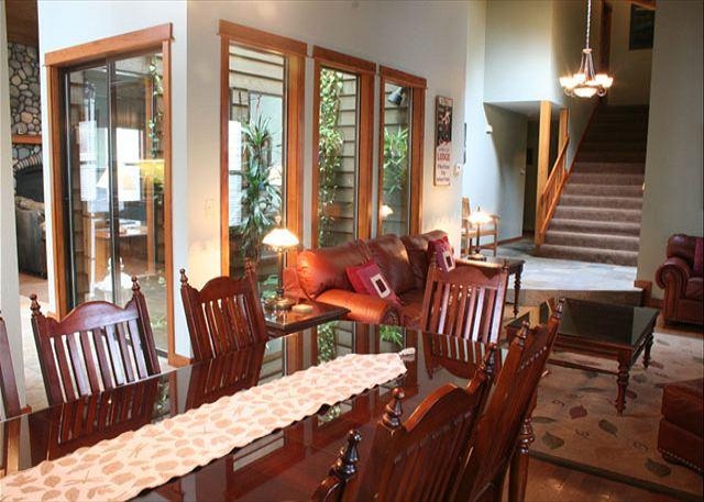 Family dining room - Breathtaking Home Perfect for a Family Reunion - Sunriver - rentals