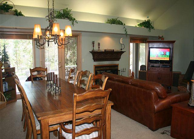 Living Room - Great Single Level Home with Hot Tub - Sunriver - rentals