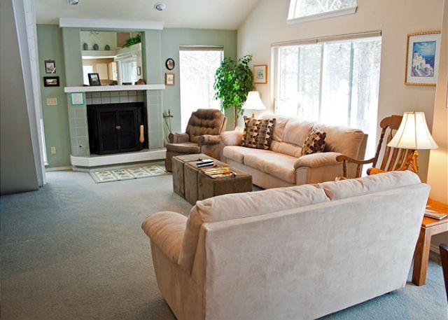 Pet friendly Sunriver vacation rental - Image 1 - Sunriver - rentals