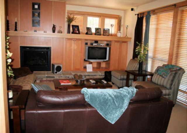 Living Room - Cozy Condo with Tennis and Hot Tub - Sunriver - rentals