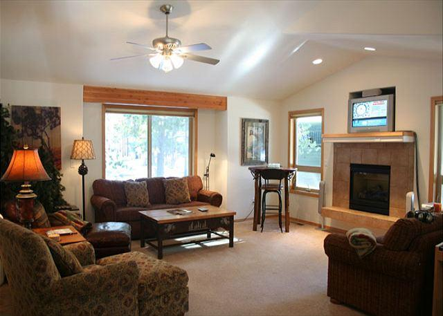 Living Room - Outstanding vacation rental presented by Discover Sunriver - Sunriver - rentals