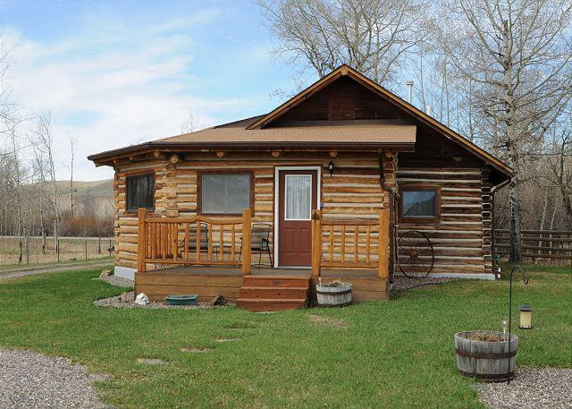 Restored, historic cabin in the Shields Valley - Horse Camp Cabin - Wilsall - rentals