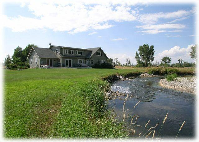 The river meanders through the back yard-great wade fishing or playing for the kids - River's Bend Retreat - Bozeman - rentals