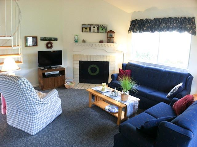 Living Area - Ocean Edge Patio Home with Central A/C & Pool Access - SU0243 - Brewster - rentals