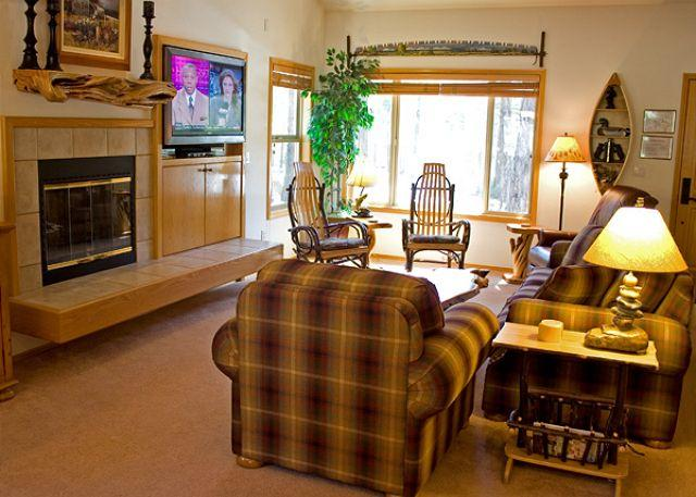 Living Room - Starliit Home with A/C and Hot Tub - Sunriver - rentals