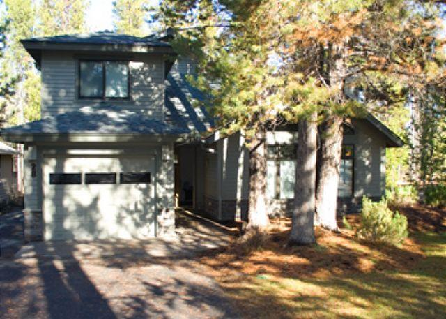 Front View Of Big Leaf 28 - Expansive Home with Great Yard for Kids - Sunriver - rentals