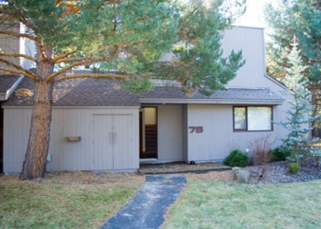 Front Entrance Of Meadow House # 76 - Gorgeous Condo presented by Discover Sunriver - Sunriver - rentals