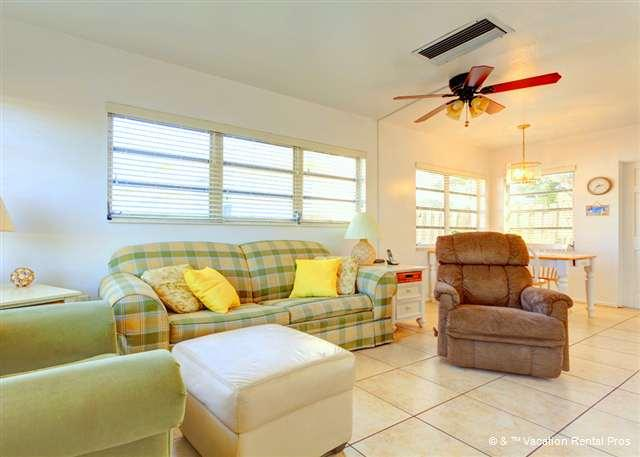 Relax in our classically laid-back Florida living room - Aloha Kai 50 heated pool & beach access - Siesta Key - rentals
