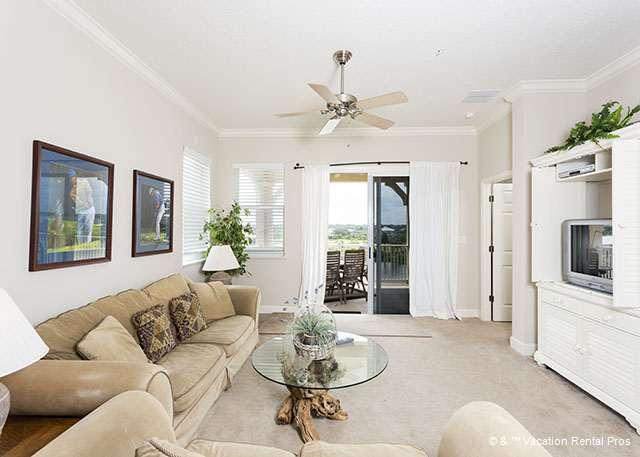 Our beautiful, sunny condo has elegant designer furnishings - 1041 Cinnamon Beach, corner 4th Floor, 2 heated pools, wifi, spa - Palm Coast - rentals