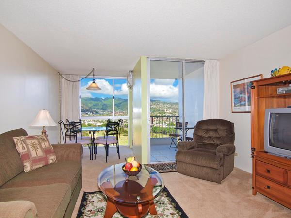 Canal House #2007 - 1-bedroom with full kitchen, washer & dryer, A/C, WiFi, and free parking! - Image 1 - Waikiki - rentals