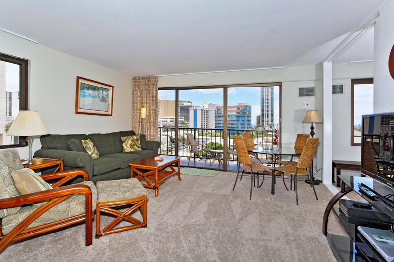 Four Paddle #702 - 1 bedroom w/AC, tree-top ocean views, W/D, free parking, WiFi, walk to beach - Image 1 - Waikiki - rentals