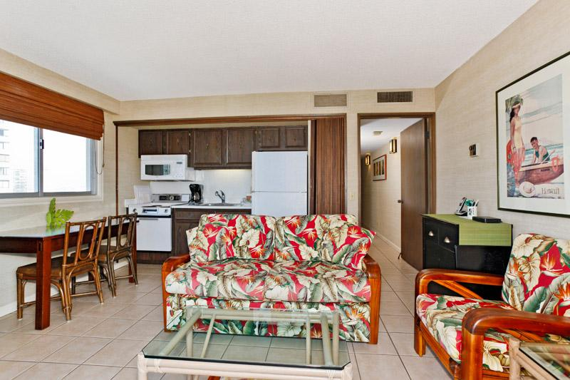 Waikiki Park Heights #1812 - One-bedroom with ocean view and central AC; 10 min. walk to beach. Sleeps 4. - Image 1 - Waikiki - rentals