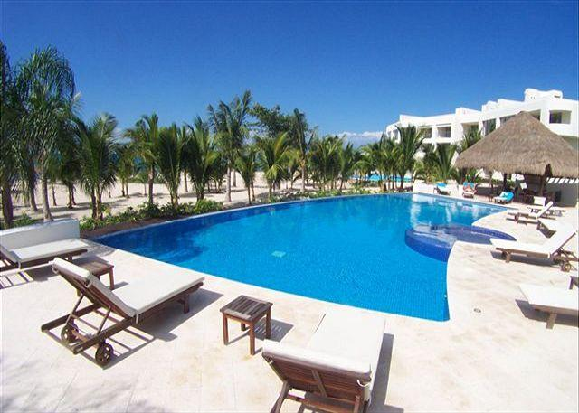 At San Francisco Beach,  sleeps 6.  Amazing Rate! Hi speed internet. By Reefs - Image 1 - Cozumel - rentals