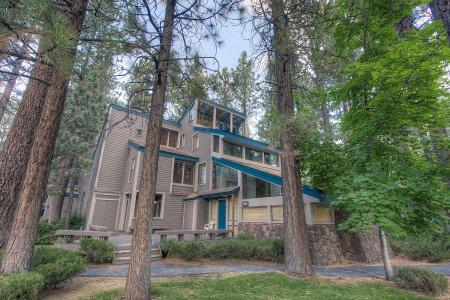 3BR w/ tennis & volleyball courts, 5min to ski & casinos - LLC0804 - Image 1 - South Lake Tahoe - rentals