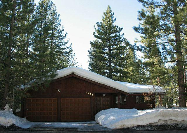 Exterior - Charming family home- fireplace, wet bar, pool table,open decks, 2 car garage - South Lake Tahoe - rentals