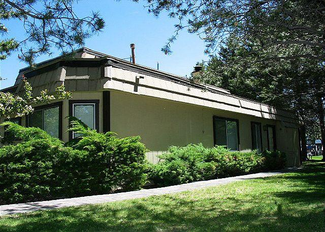 Exterior - Cozy condo with mountain and marina views in the Tahoe Keys - South Lake Tahoe - rentals