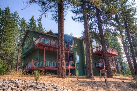 Unbelievable Vacation Rental, 1mile TO Heavenly Ski - HCH1290 - Image 1 - South Lake Tahoe - rentals