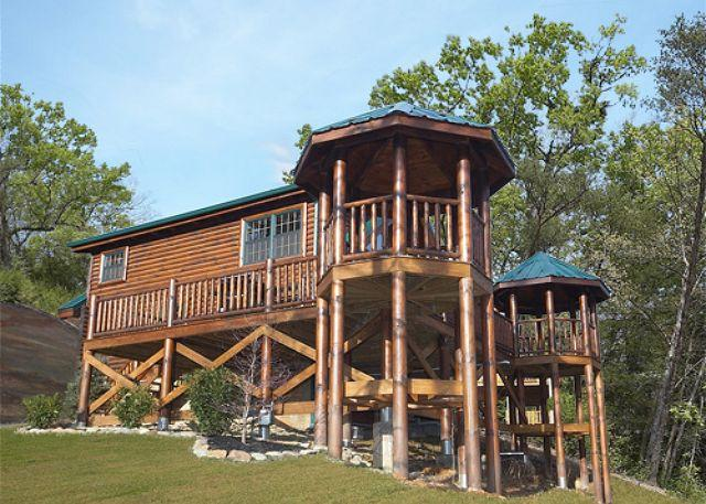 Enjoy 2 Private Gazebos, pool table, jacuzzi tub and 2 bathrooms in this sign - Image 1 - Gatlinburg - rentals