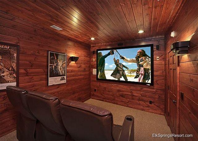 5 Star 4 Bedroom Cabin with Private Theater Room and Sauna - Image 1 - Gatlinburg - rentals