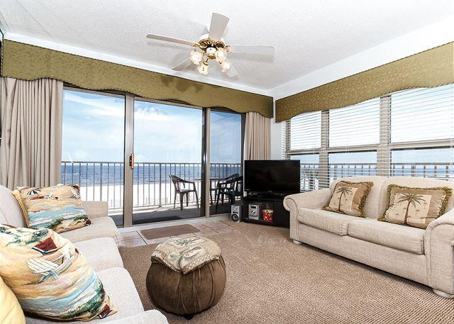 The Living Room has an amazing corner view! The palm trees outsi - ETW 2007: Tropically decorated,kitchen,WIFI,balcony,FREE Beach Service - Fort Walton Beach - rentals