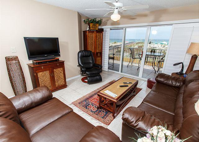 Living Room - GD 104: Exquisite 2nd story unit- WIFI, BBQ, FREE BCH SVC, TENNIS - Fort Walton Beach - rentals