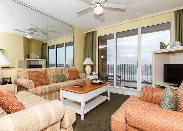 GD 502: Spacious beach condo-WiFi,full kitchen,pool,BBQ,FREE BCH SERVICE - Image 1 - Fort Walton Beach - rentals