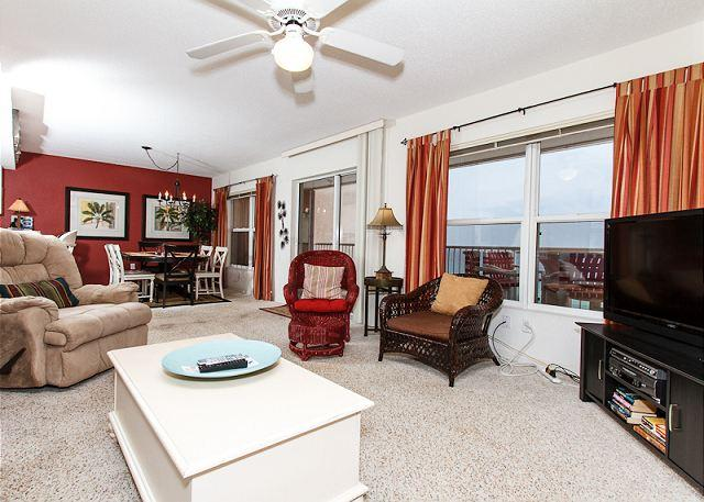 Living Room - Condo #7004:Lavish beachfront retreat-full kitchen,WiFi,FREE BEACH Service - Fort Walton Beach - rentals