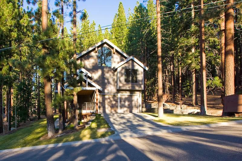 Handsome Tahoe Home that is  Minutes from Heavenly, with a Private Hot Tub (HV14) - Image 1 - South Lake Tahoe - rentals
