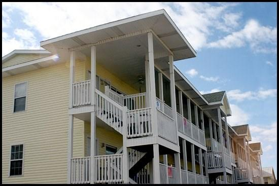 Side view of Property - Idle A While 2B - Tybee Island - rentals