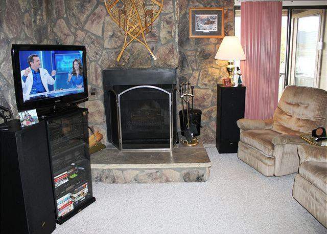 LC205E Charming Condo w/Fireplace, Great Views, Wifi, Clubhouse - Image 1 - Dillon - rentals