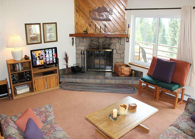 BR101C Nice Condo w/Great Views, Wifi, Fireplace, Clubhouse & Carport - Image 1 - Silverthorne - rentals