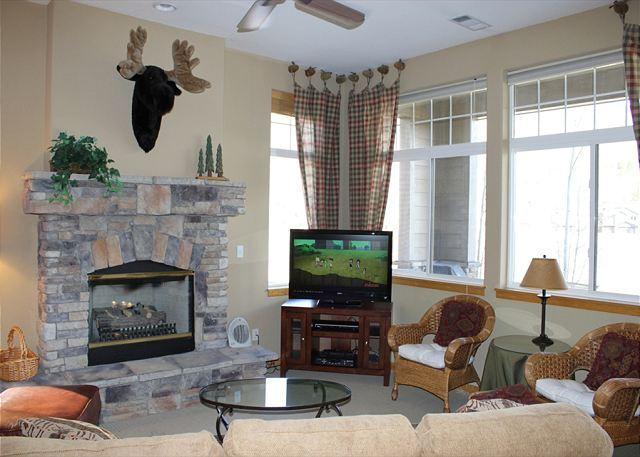 PB116R Desirable Townhouse w/Fireplace, Wifi, Mountain Views, Garage - Image 1 - Silverthorne - rentals