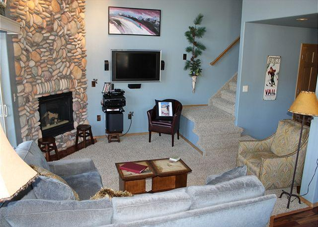 TLB2 Charming Condo w/Wifi, Common Hot Tub, Mountain Views, Fireplace - Image 1 - Frisco - rentals