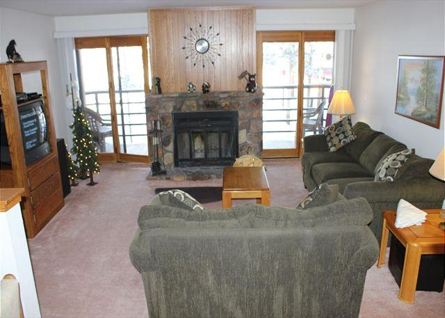BV307BB Appealing Condo w/ Elevator, King Bed, Wifi, Fireplace, Clubhouse - Image 1 - Silverthorne - rentals