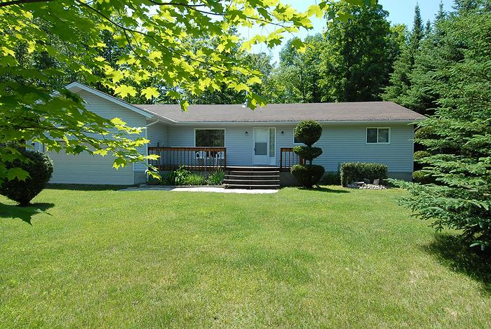 Rudy's Place cottage (#402) - Image 1 - Sauble Beach - rentals