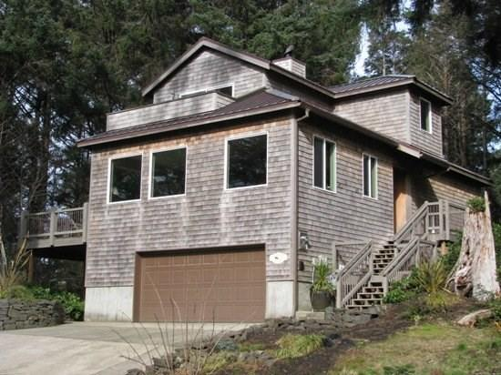 Bella Vista Exterior - Bella Vista your beautiful retreat home nestled in the woods and just 2 blocks to the beach 4 bedroom 3 bath sleeps 10 - 35611 - Cannon Beach - rentals