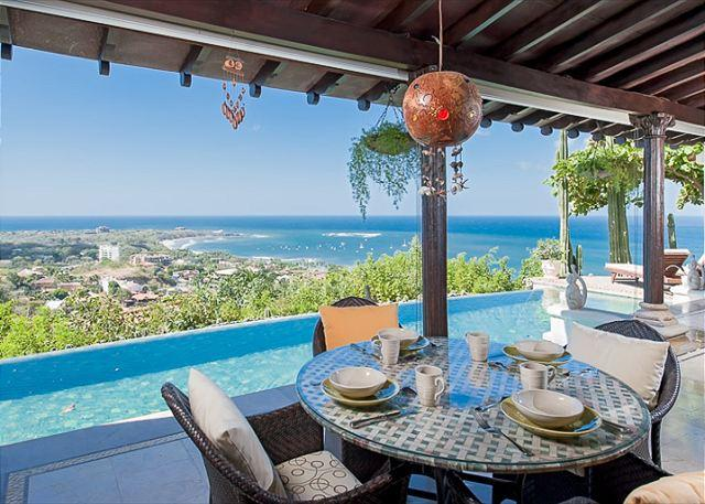 Eat breakfast overlooking Tamarindo Bay - Luxury villa- views, infiniti pool, close to beach, shopping and dining - Tamarindo - rentals