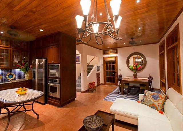 Kitchen and living area - Exceptional vacation villa- near beach, cable, gas grill, private pool, a/c - Tamarindo - rentals