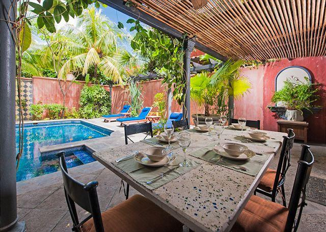 Pool and Outdoor Dining - Charming villa- across from beach, customer kitchen, private pool, gas grill - Tamarindo - rentals
