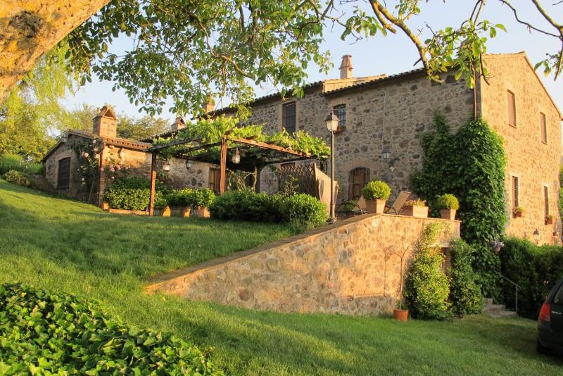 Country Home on the Tuscany Umbria Border - La Cappella dell'Alfina - Image 1 - Acquapendente - rentals