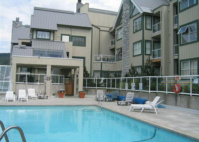 Cozy unit with firplace, nice big hot tub in complex, free parking & internet - Image 1 - Whistler - rentals