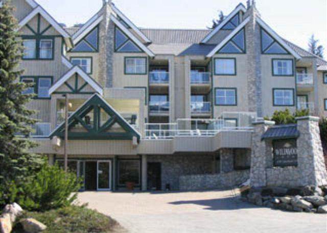 Luxury end unit, big hot tub in lodge,free parking/internet - Image 1 - Whistler - rentals