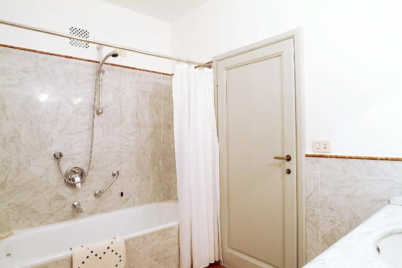 Great Accommodation in Florence - Piazza Santa Croce - Michelozzo - Image 1 - Florence - rentals
