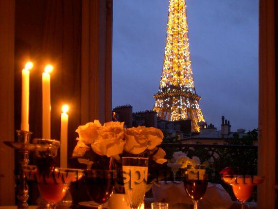 Enjoy dinner and drinks at the most romantic table in Paris - Location, Great Balcony Eiffel Views - Paris - rentals