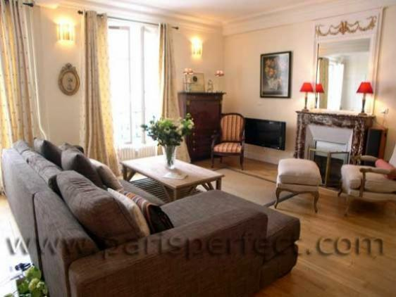 Sunny and spacious living room of our Paris apartment rental - Stunning 2 Bed Apt One Block from Eiffel Tower! - Paris - rentals